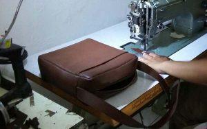 belajar membuat sling bag kulit