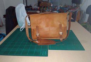 tas messenger kulit ukuran laptop 14 sidoarjo